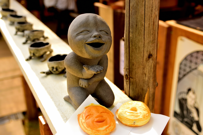 笠間の陶炎祭の陶器の人形
