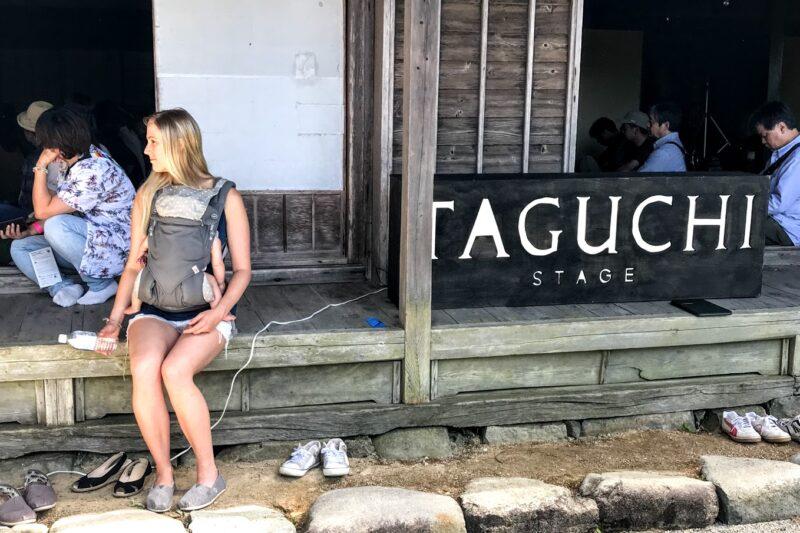 高山ジャズフェスに参加する海外旅行者