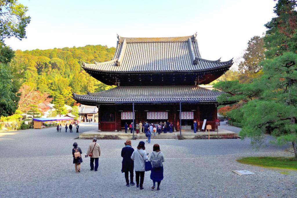 泉涌寺の本堂への道