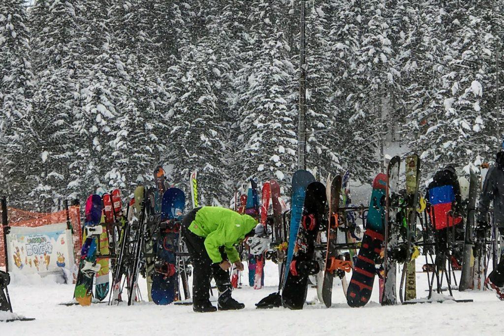ニセコのヒラフリゾートのスノーボード置き場