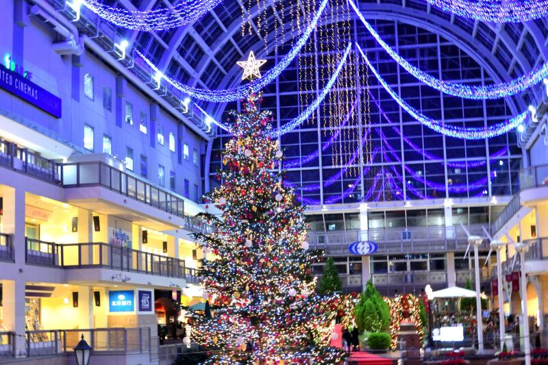 サッポロファクトリーのクリスマスツリーとオーナメント