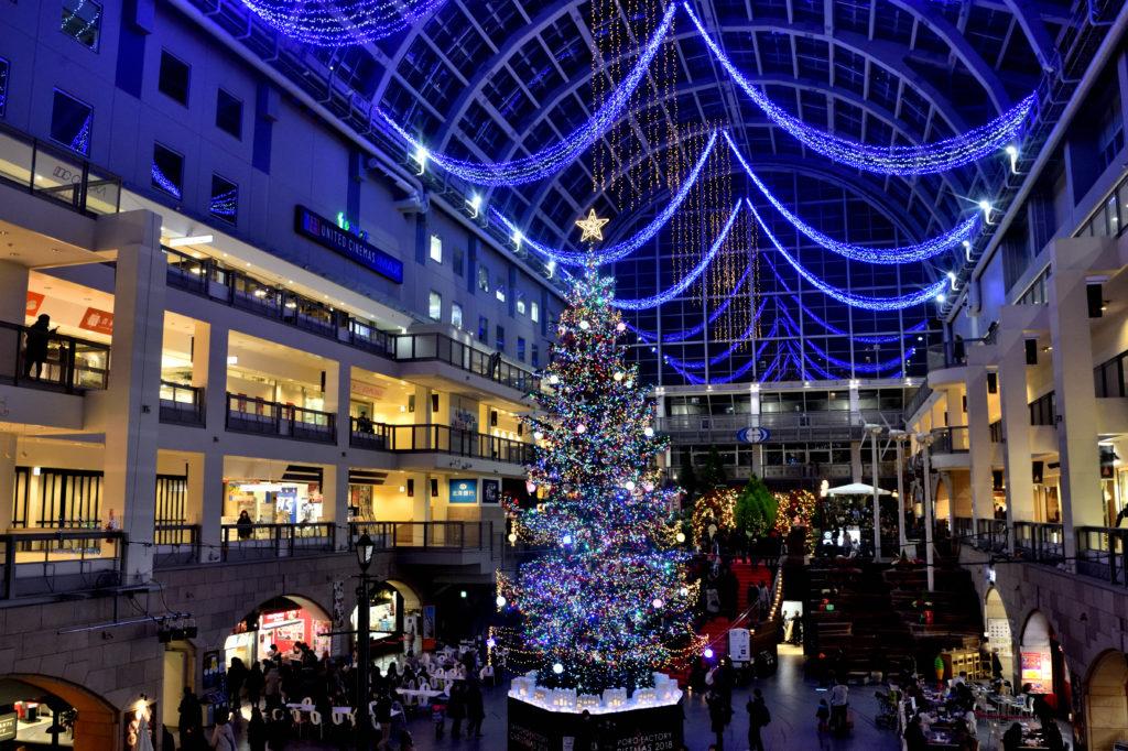 札幌ファクトリーのクリスマスツリーとイルミネーション
