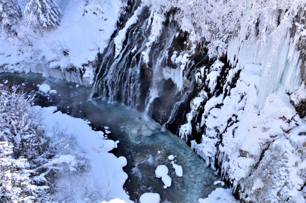 白金温泉の白ひげの滝とブルーリバーの冬の表情
